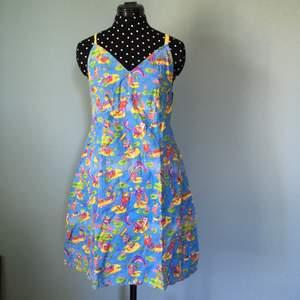 Mönstrad klänning, sytt själv, använd 3-4 gånger.
