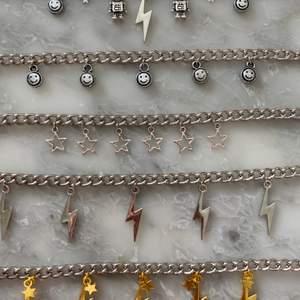Säljer nu dessa olika kedjehalsbanden! 100kr st samt 11kr frakt! Ni kan skicka ett meddelande om ni vill se de på eller om ni skulle vilja ha fler bilder:) kram!