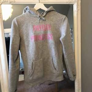 Passar XXS-S. Cool hoodie