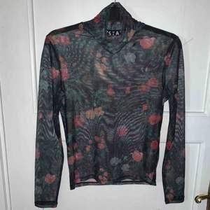 Mesh-tröja från STAY, säljes då den är för stor för mig. Använd ett fåtal gånger, köpare står för frakt.