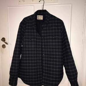 Aspesi flannel jacket, with thermore lining. Condition : brand new. Bought in Aspesi Rome, initial price 320€.