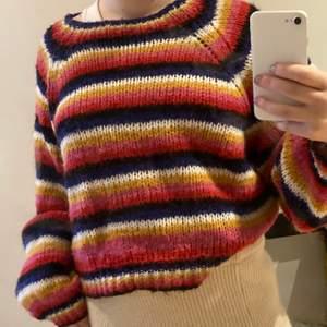 Säljer denna fina randiga stickade tröjan från Zara, står storlek L men den är ganska liten och passar allt från xs-L skulle jag säga ! 💖 köparen står för frakt