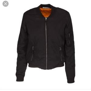 Säljer min oanvända snygga bomber jacka från vero Moda då jag köpt då jag köpt en annan.