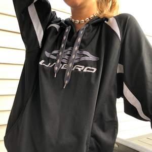 Jag säljer en jättesnygg oversized hoodie från umbro✌️✨