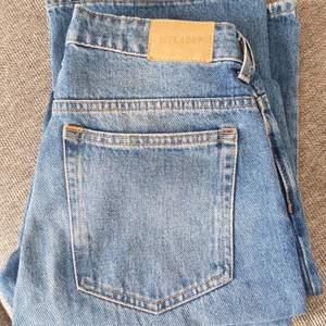 Säljer mina weekday jeans som är lite för stora för mig❤ Mile, Marfa Blue size 27/32😊FRAKT INGÅR