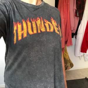 Fin t-shirt i skönt material! Sitter bra på och är i bra skick 🧚