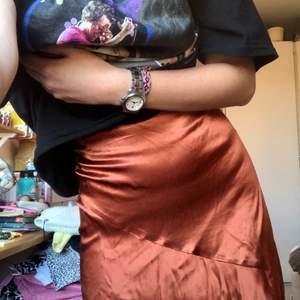 En kjol ifrån HM i storlek 32. Nypris 250kr