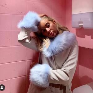 SÖKER denna seeeviiiiinfeta jacka från Nelly, help a girl out! Tack på förhand, har du en? Oavsett storlek så köper jag då den verkar var puts veck från hemsidan! Puss!👽