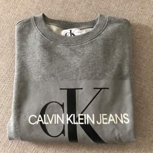 Calvin Klein sweatshirt. Nyskick! Storlek: M.     Tröjan köptes från johnells