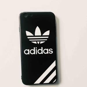 Adidas mobilskal, passar IPhone 6 Plus  Nyskick, aldrig använd bara provad