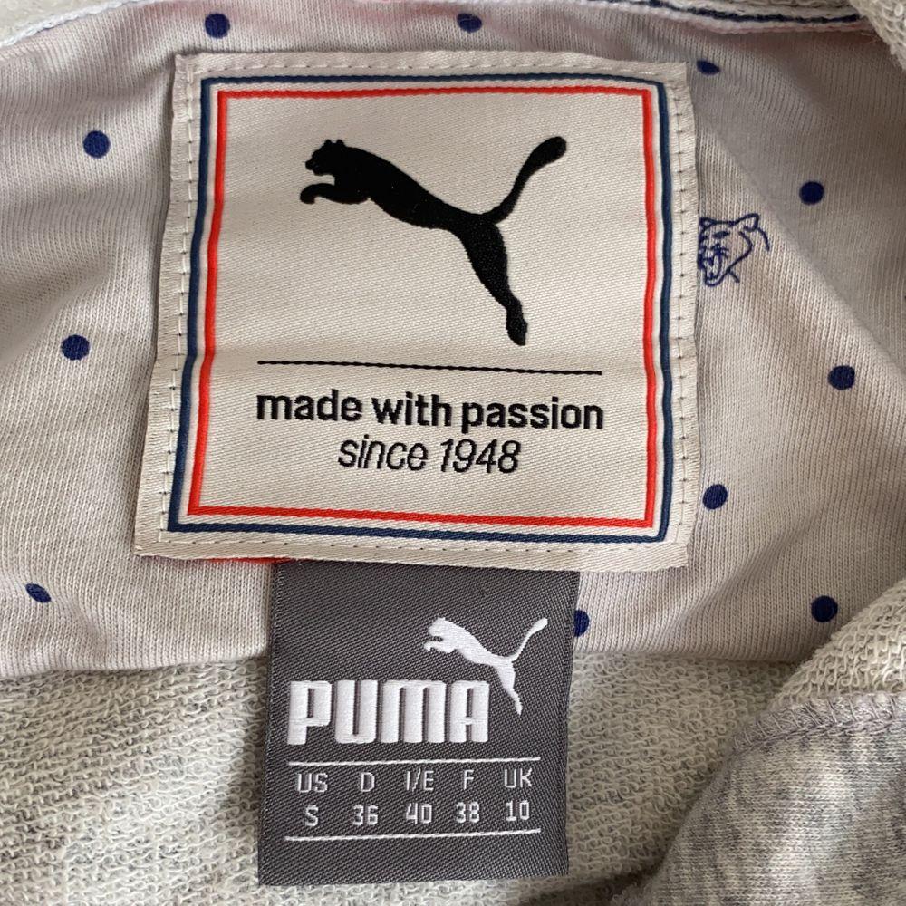 Tröja från Puma med huva. Passar perfekt till gymmet eller som hemmatröja. Nyskick❤️. Huvtröjor & Träningströjor.