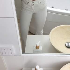 Säljer mina snygga bootcut jeans från Dr denim då de inte kommer till användning, Stl XS. Jag är 168 lång och de är perfekta! Nyskick. Nypris 500kr