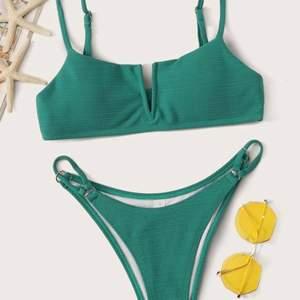 Sjukt snygg bikini från shein! Endast överdelen är testad. Den var tyvär för liten för mig, och säljs därför vidare. Jag har vanligtvis 75 C kupa. Skriv för mer bilder eller funderingar! 🌸