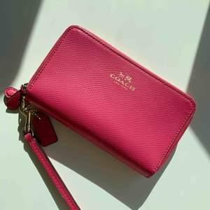 Plånbok från Coach, inköpt i USA och aldrig använd. Nypris 125$