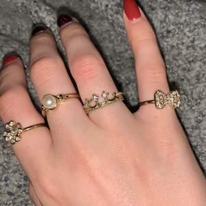 4st guldringar som inte används. Superfina, och rosetten & lyckoklövern är justerbara. Alla för 50kr. Ej äkta guld såklart.