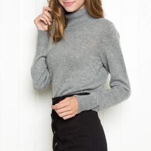 Slutsåld Grey turtle neck sweatshirt från Brandy Melville. Varm i materialet och perfekt till höst/vinter. Passar XS/S. Gott skick.🤍