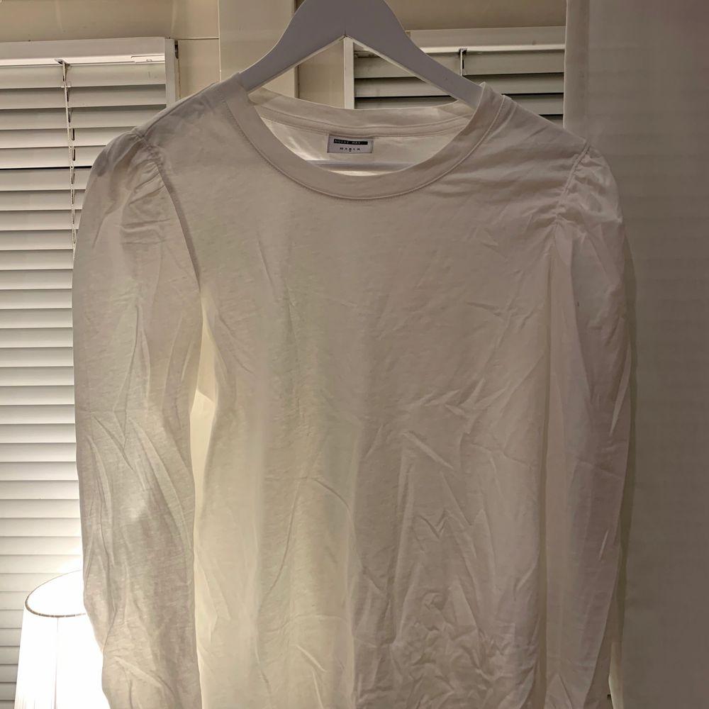 Fin tröja med lite puffärm. Köpare står för frakt. Tröjor & Koftor.