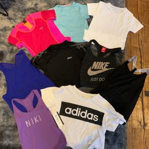 1: Rosa/orange tröja, Karri traa, S, 79kr 2: Blå tröja, Hm, 146/152 (passar xs) 49kr 3: Vit t-shirt NA XS/S, 99kr  4: blått Under Armour Linne, S/M 79kr  5: Asics T-shirt, M, 79kr  6: Nike linne, S, 49kr  7: nike linne, S, 99kr  8: Niki lila linne, xs, 49kr  9: adidas tröja, L, 79kr  💗💗💗💗💗