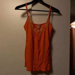 Gulligt linne i orange/aprikos från indiska. Säljes för 60kr, frakt tillkommer