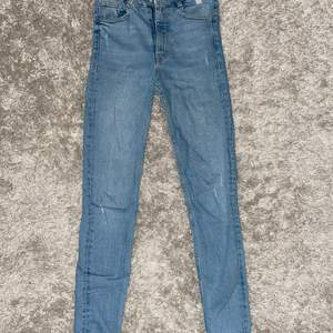 Zara jeans i storlek 34, nypris 399kr