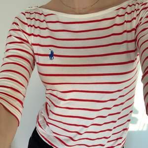 Trekvartsärmad tröja från U.S Polo i storlek M, fint skick sparsamt använd 🤍                                     Kolla gärna in mina andra annonser!