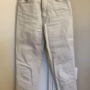 Ett par beiga jeans från mango som tyvärr inte kommer till användning då jag råkade köpa 2 st nästan lika dana