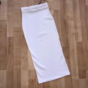 Ny Ribbed kjol  • Köparen betalar frakt. Ansvarar EJ för postens slarv.  • Undrar du nåt/har jag missat nåt? Ställ gärna frågor. (: Säljes endast pågrund av garderobsrensning