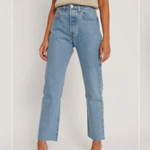 Helt oanvända Levis 501 jeans. 350kr