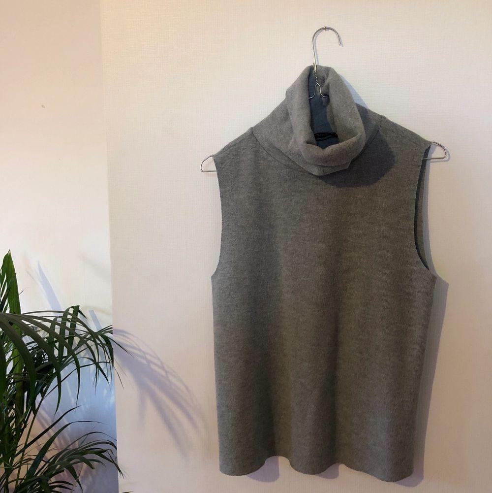 Superfin o trendig tröja från Zara, knappt använd💜. Tröjor & Koftor.