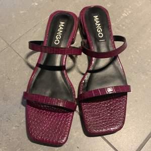 Square toed slip on. 2 cm heel