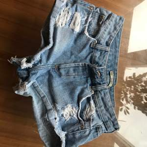 Low waisted new shorts, very very short