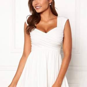 Fin vit klänning som endast använts 1 gång