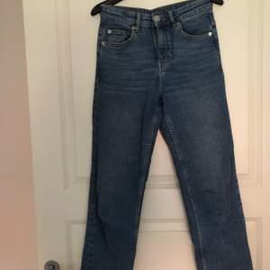 Säljer dessa jeans från H&M. Pris: 100kr inkl frakt 🦋