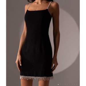Säljer denna drömklänningen pga att den inte passade mig. Prislappen finns kvar. Nypris är 900kr men säljer för 500kr. Skickar fler bilder privat ❤️