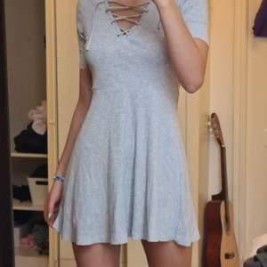 Jätte söt grå klänning, dock lite för kort för mig som är 175 lång 🌞🌿
