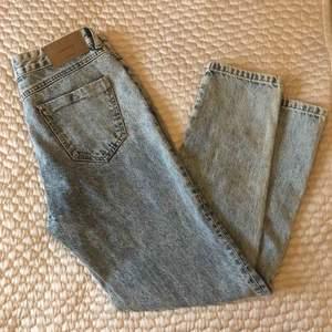 SVINSNYGGA  NYA baggy jeans från denim Reserved, köpta utomlands för motsvarande 499kr. Bra kvalite och formar superfint. Kan skicka bilder på. Hann tyvärr bli för småa innan jag hann använda dem... passar nog en 34/46  tillkommer frakt.