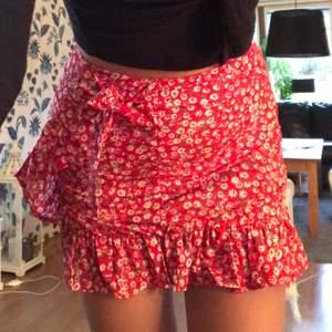 Säljer denna gulliga kjolen ifrån shein då den är för kort för mig +köparen betalar för frakten😊