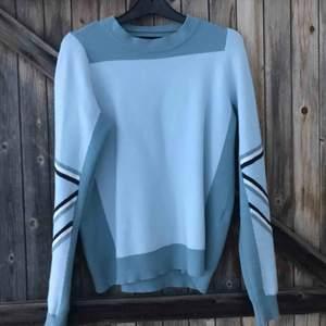 Snygg tröja från veromoda i väldigt gott skick! Säljer pga att jag lessnat på den😊