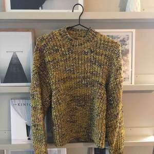 Stickad tröja från Samsoe Somsoe, använd en gång. Inköpt på Boozt.com. Storlek S. Nypris 1599
