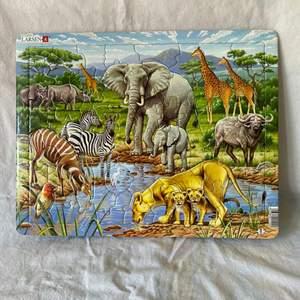 Extremt vackert och detaljerat pussel med safari motiv! Väldigt bra skick!