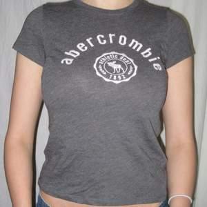 Basic abercrombie tröja i skönt material! Passar st M/S. Köparen står själv för frakt eller så möts vi upp i Sthlm🌹
