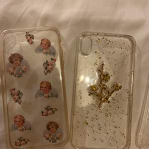 Mobilskal med änglar och en guldig med blommor för iPhone XR. Båda är använda men i fint skick