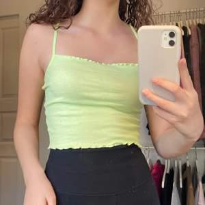 Ljusgrön somrigt linne i fint skick!🤍