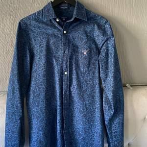 Fräcsh somrig gant skjorta från seasonal indigo kollektionen