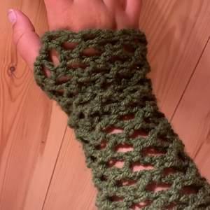 Fairycore/ fairy grunge inspirerade handskar som jag virkat själv. Skriv för fler bilder.