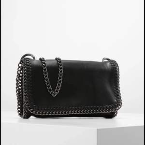 Söker denna väska från Gina🤩💗⚡️🐬modellen heter MALVA. Kontakta mig om du har den🤩