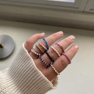 Jag säljer egengjorda smycken, ringar, armband och halsband. Välj själv mönster, färg                          Ringar för 8kr/st, Armband 15kr/st, Halsband 20kr/st.                      Frakt kostar 12kr💕