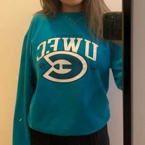 Ball sweatshirt från champion med tryck,  i storlek S men sitter perfekt oversized på mig som är strl S💕