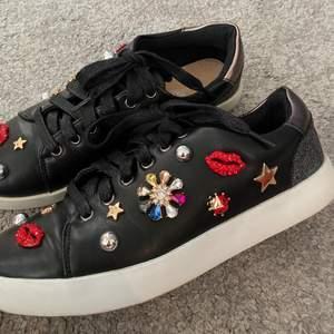 Riktigt coola sneakers, säljer pga inte min stil. Bra skick då de endast är använda ett fåtal gånger