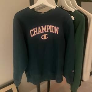 Säljer denna assnygga champion tröja helt oanvänd!